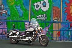 Jeune motard sur une moto photos libres de droits
