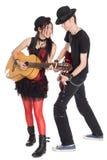 Jeune musique interraciale de couples d'isolement sur le blanc Photographie stock libre de droits