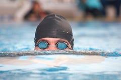 Jeune nageur adulte Image stock