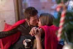 Jeune Noël heureux de couples Photos stock