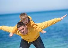 Jeune père et son fils Image stock