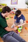 Jeune papa avec le fils Image libre de droits