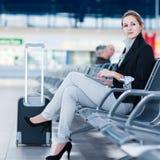 Jeune passager féminin à l'aéroport, Images libres de droits