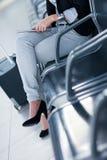 Jeune passager féminin à l'aéroport, Photos libres de droits