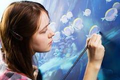 Jeune peintre au travail image libre de droits