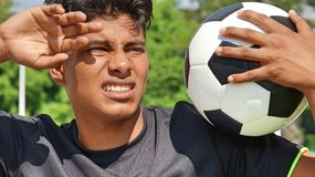Jeune personne hispanique somnolente images stock