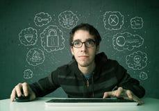 Jeune pirate informatique de ballot avec le virus et les pensées de entailler Photos stock