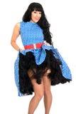 Jeune polka effrontée sexy attrayante Dot Dress de Posing In Retro de modèle de Pin- de vintage et bas Image libre de droits