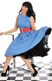 Jeune polka heureuse sexy attrayante Dot Dress de Posing In Retro de modèle de Pin- de vintage photo stock