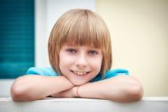 Jeune portrait de garçon Photo stock