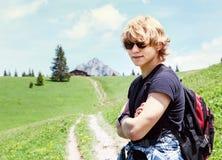 Jeune portrait de trekker de montagne photos stock