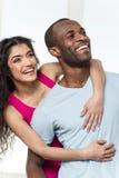 Jeune portrait heureux de studio de couples d'Afro-américain Photographie stock
