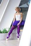 Jeune pose élégante de ballerine Image libre de droits