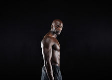 Jeune pose masculine africaine masculine de modèle sans chemise Photo stock