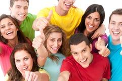Jeune pouce joyeux d'amis vers le haut Photographie stock libre de droits