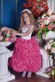 Jeune princesse parmi les fleurs Image libre de droits
