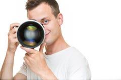 Jeune pro photographe avec l'appareil photo numérique - DSLR Photos stock