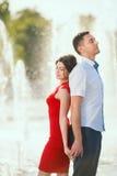Jeune rêve heureux de couples au sujet de leur Image stock