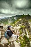 Jeune randonneur caucasien Image libre de droits