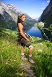 Jeune randonneur heureux Photo libre de droits
