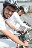Jeune recyclage de couples Images libres de droits