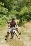 Jeune recyclage de couples Photos libres de droits