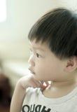 Jeune regard de garçon Photo libre de droits
