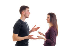 Jeune regard de type et de fille à l'un l'autre mains d'entretien et de mouvement d'isolement sur le fond blanc Photos libres de droits