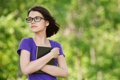 Jeune regard rêveur de femme Photos libres de droits