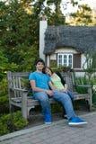 Jeune repos de couples Image libre de droits