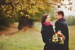 Couples de jeunes de Happe. Amour Photo stock
