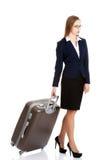 Jeune sac de voyage de participation de femme d'affaires Photos stock
