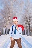 Jeune Santa Claus avec un jetpack sur le sien cadeaux arrières de prises Image libre de droits