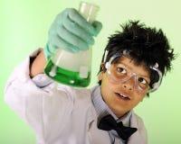 Jeune scientifique au travail Image libre de droits