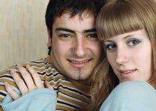 Jeune sensation de couples heureuse images stock