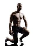 Jeune silhouette musculaire africaine d'homme de construction photo stock