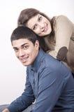 Jeune sourire de couples Photos libres de droits