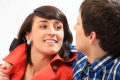 Jeune sourire de couples d'amour. Images stock