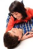 Jeune sourire de couples d'amour. Photographie stock libre de droits