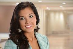 Jeune sourire de femme d'affaires Photographie stock