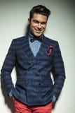 Jeune sourire heureux d'homme de mode Images libres de droits