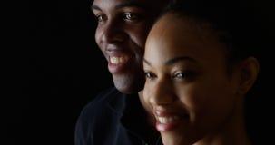 Jeune sourire noir de couples Photo libre de droits