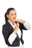 Jeune temps de sourire de femme d'affaires à l'extérieur Photos stock