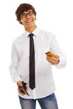 Jeune type beau avec par la carte de crédit Photos stock