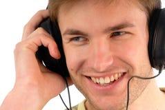 Jeune type dans des écouteurs Images stock