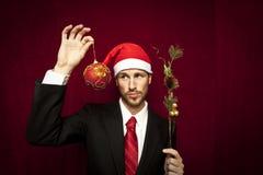 Jeune type drôle avec le chapeau de Noël Images libres de droits