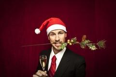 Jeune type drôle avec le chapeau de Noël Image stock