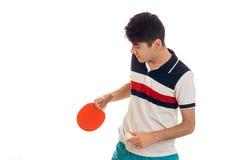 Jeune type tenant des raquettes de tennis et abaissé sa tête Image stock