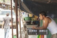 Jeune vendeur dans Ataco, Salvador images libres de droits