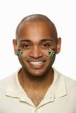 Jeune ventilateur de sports mâle avec douleur sud-africaine d'indicateur Photo stock